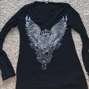 Black long sleeve v neck graphic T-shirt